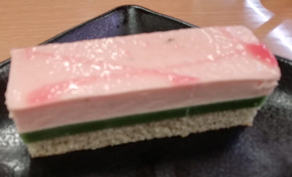 スシロー よもぎもちっと桜ムースケーキ