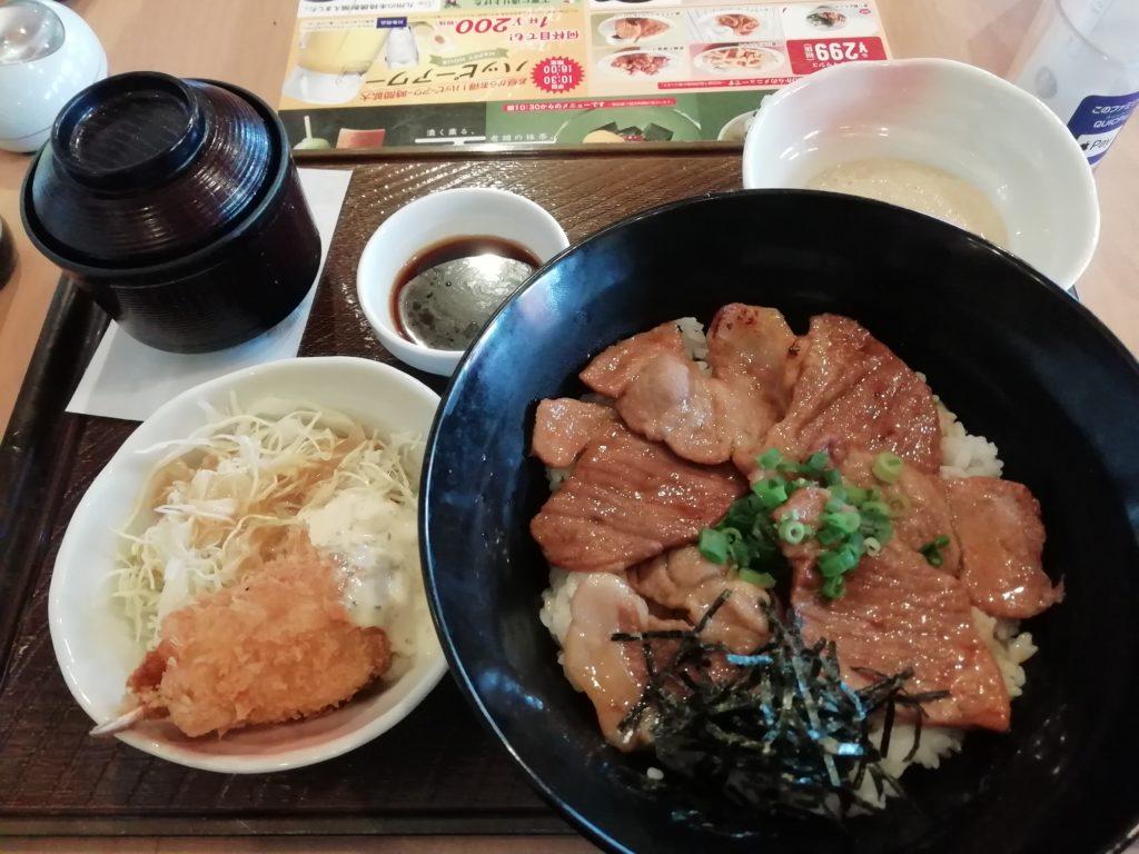 ガスト 帯広風豚丼と蟹爪クリームコロッケの和膳